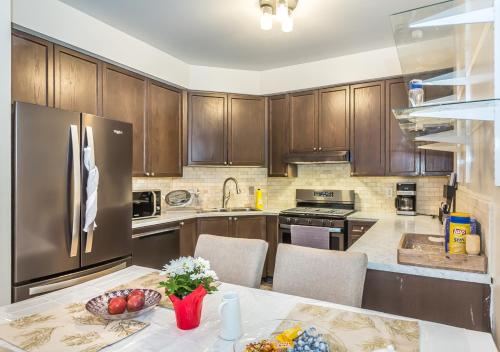 A kitchen or kitchenette at Affordable Guest Home at York U