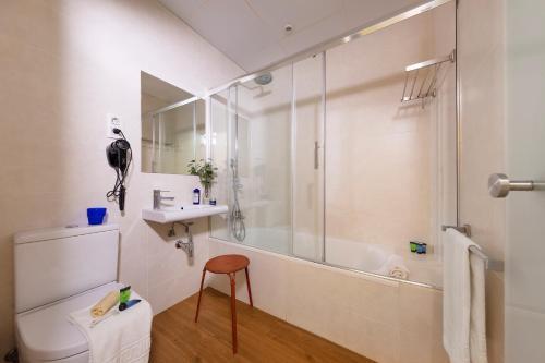 A bathroom at Som Nit Born