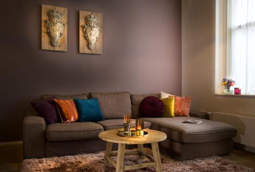 A seating area at Haarlem Hotel Suites