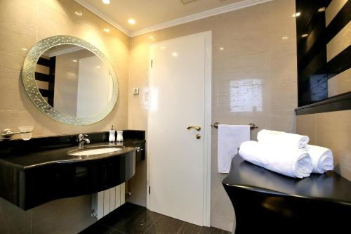 A bathroom at Hotel Niko