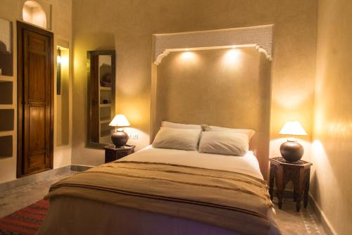 A bed or beds in a room at Riad Al Ralia