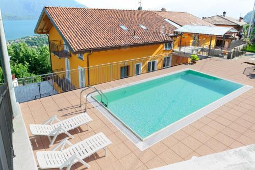 Der Swimmingpool an oder in der Nähe von Residence Le Azalee & SPA