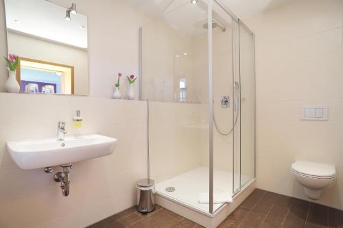 A bathroom at Hotel Daimerwirt
