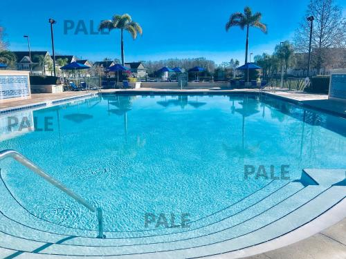 The swimming pool at or close to Charming 4-bedroom Vacation Home near Disney/Orlando