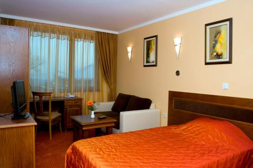 A bed or beds in a room at Hotel Skalite