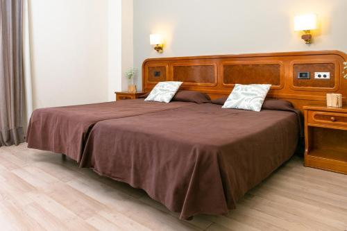 Cama o camas de una habitación en RVHotels Condes del Pallars