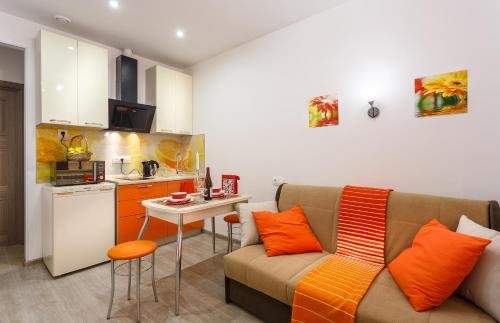 A seating area at FreeDom People Apartments Korolev