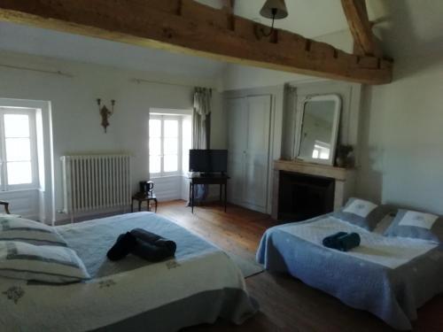 Un ou plusieurs lits dans un hébergement de l'établissement Chambres et table L' échappée