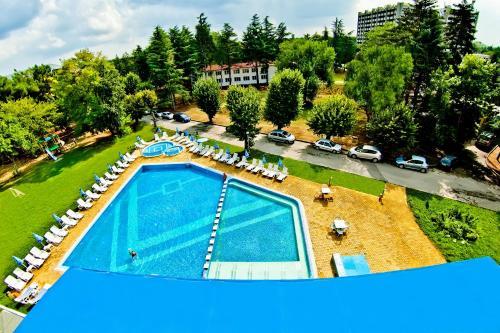 Изглед към басейн в Хотел Глория - Ол инклузив или наблизо