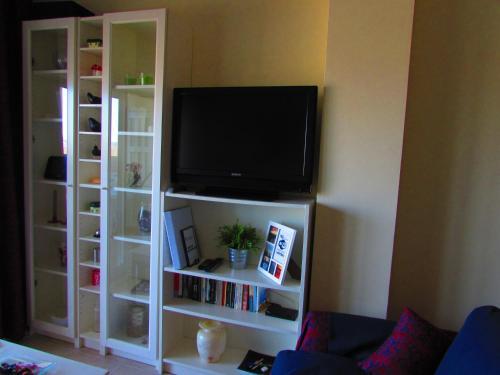 A television and/or entertainment center at Apartamento La Figuereta, Isla Cristina