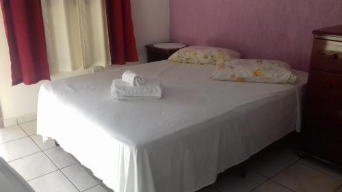 A bed or beds in a room at Pousada Por do Sol