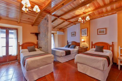 Cama o camas de una habitación en Hotel Las Palmeras