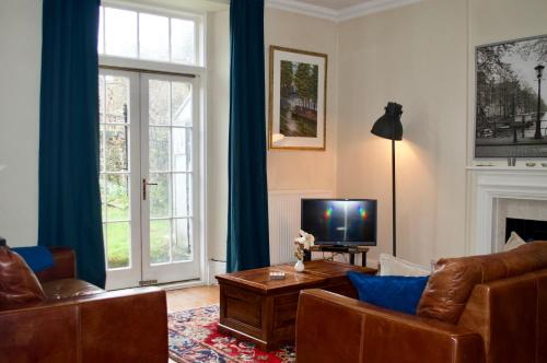3 Bedroom Home With Garden Near Edinburgh New Town