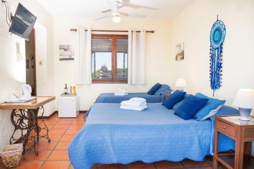 A bed or beds in a room at Posada El Viajero