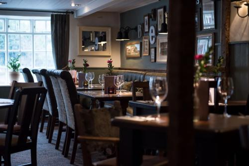 A restaurant or other place to eat at Innkeeper's Lodge Aylesbury - South , Weston Turville