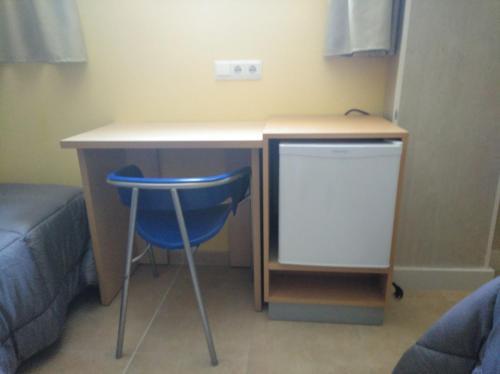A kitchen or kitchenette at Hostal Ducal