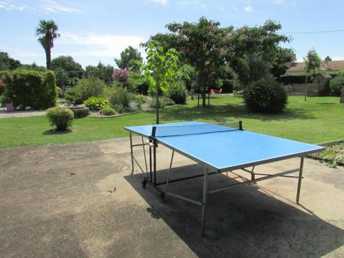 Ping-pong facilities at Le Logis de Chalons or nearby