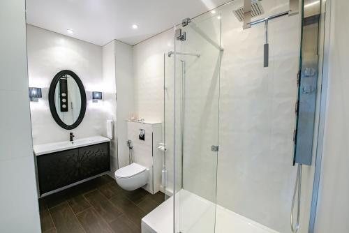 A bathroom at Просторная студия в центре с видом на золотой рог