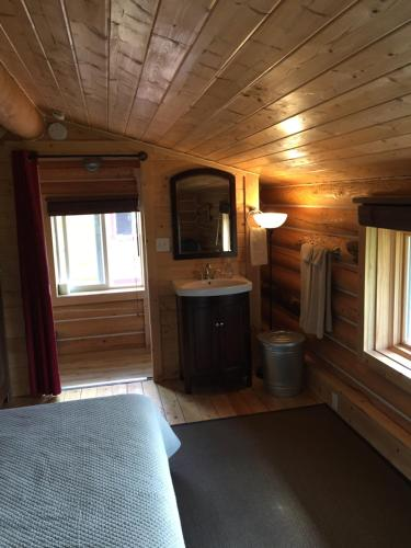 A television and/or entertainment center at Cabins Over Crag Lake