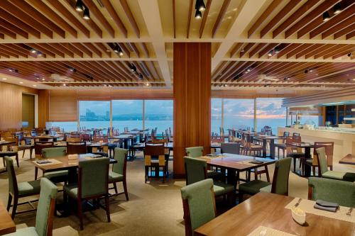 A restaurant or other place to eat at Lotte Hotel Guam