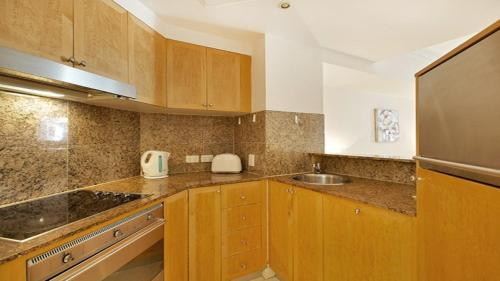 A kitchen or kitchenette at Apartment at Bond St