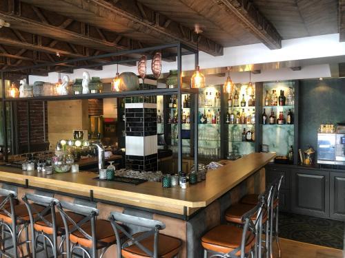 The lounge or bar area at Hotel Restaurant de Jonge Heertjes