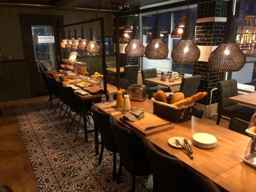 A restaurant or other place to eat at Hotel Restaurant de Jonge Heertjes