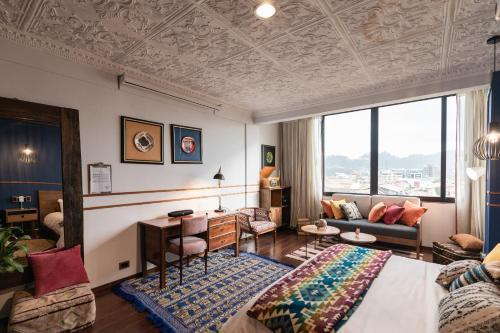 Uma área de estar em Selina Cuenca