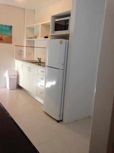 Küche/Küchenzeile in der Unterkunft Chez Noosa Resort Motel