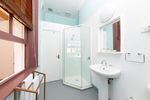 A bathroom at Seal Rocks Lighthouse Cottages
