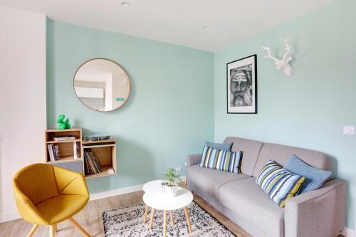 A seating area at L'Amandine ,45 m2 terrasse et garage centre ville