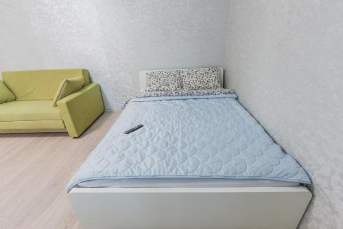 Кровать или кровати в номере Apartment on Kremenchugskaya