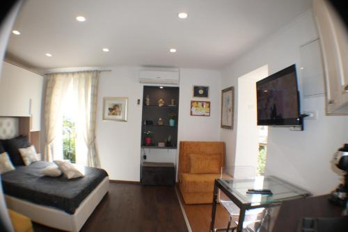 A seating area at Amorino Apartman Studio