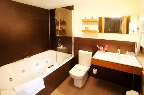 Un baño de Hotel Venta de Etxalar