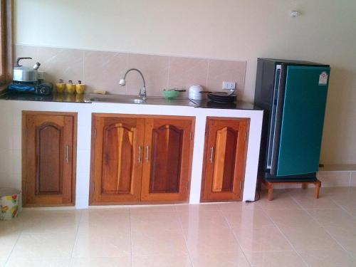 A kitchen or kitchenette at Hin Wong Apartments Dive & Snorkel Resort