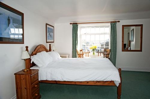A bed or beds in a room at The Swordfish Inn