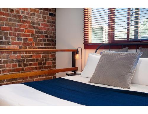 A bed or beds in a room at Renovated heritage terrace in unbeatable location