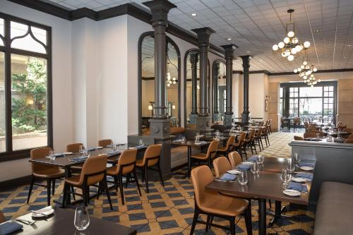 A restaurant or other place to eat at Fairmont Gold Washington DC