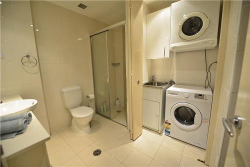 A bathroom at Alora Studio in Sydney Central - Darling Harbour