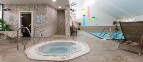 The swimming pool at or near Ashford International Hotel - QHotels
