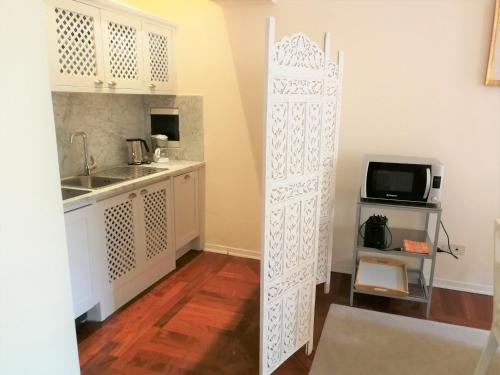 A kitchen or kitchenette at Cerretani 4 Duomo Guesthouse - My Extra Home