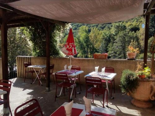 A restaurant or other place to eat at Auberge de Barnas
