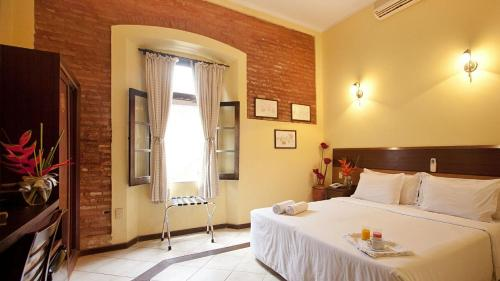 A bed or beds in a room at Solar do Carmo Suites & Apartments