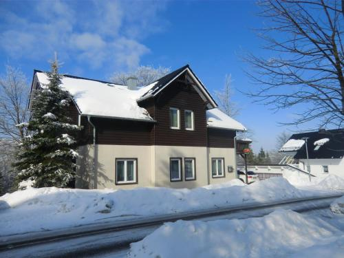 Pension Oberhof 810 M im Winter