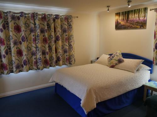 A bed or beds in a room at Little Bullocks Farm