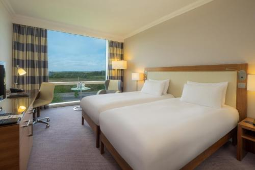 A bed or beds in a room at Hilton Reading