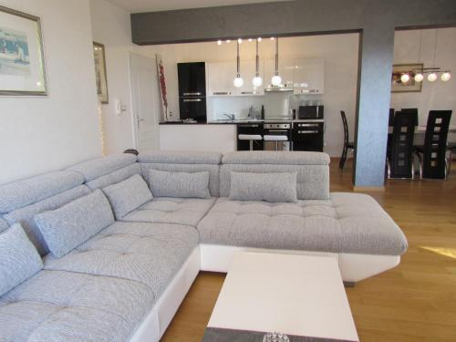 A seating area at Apartments Jadran