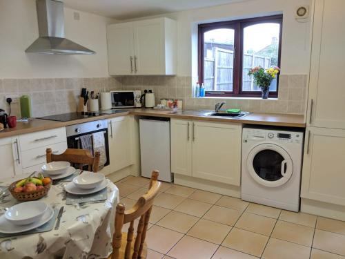 A kitchen or kitchenette at Princes Lodge