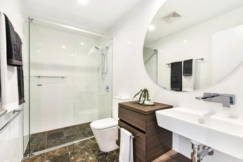 A bathroom at Qube Broadbeach Ocean View Apartments