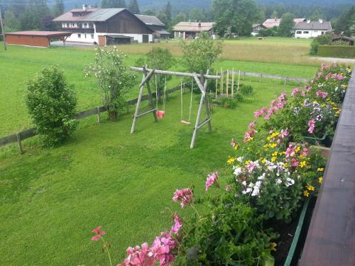 Ein Kinderspielbereich in der Unterkunft Haus Karwendelblick